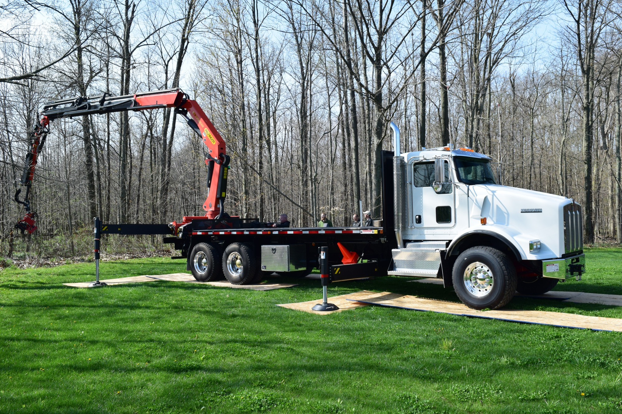 PK 33002 E with Jib Tree Truck - Demo 146